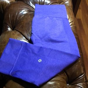 NWOT (8) Lululemon Lilac Crop tights.